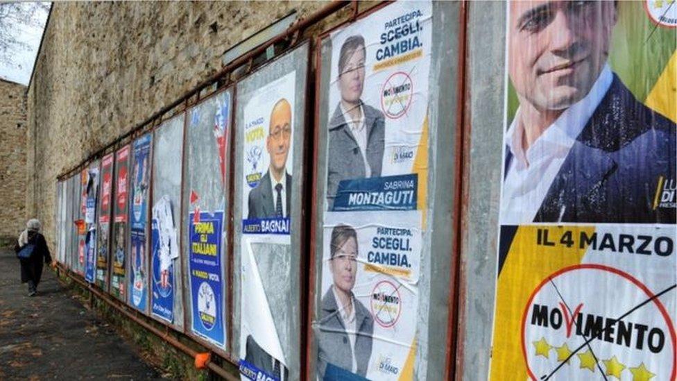 """يتألف ائتلاف يمين الوسط من حزب سيليفو برلسكوني""""فورزا إيطاليا"""" (هيا إيطاليا)، والرابطة المناهضة لأوروبا وإخوان إيطاليا."""