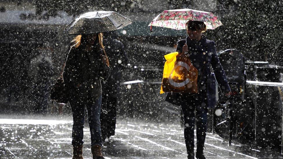 Los suecos están acostumbrados a la lluvia y la nieve.