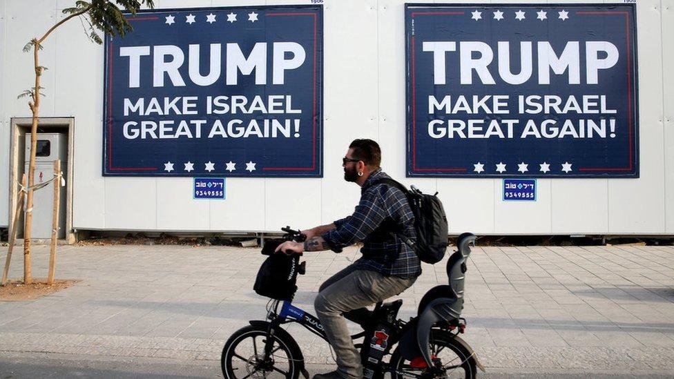 Pancartas a favor de Trump en Israel