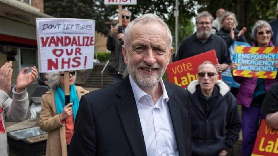 jeremy corbyn el veterano laborista enfrentado a las lites tele 13. Black Bedroom Furniture Sets. Home Design Ideas