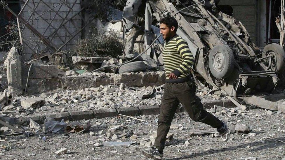 Syria war: Air strikes in Eastern Ghouta 'kill 500'