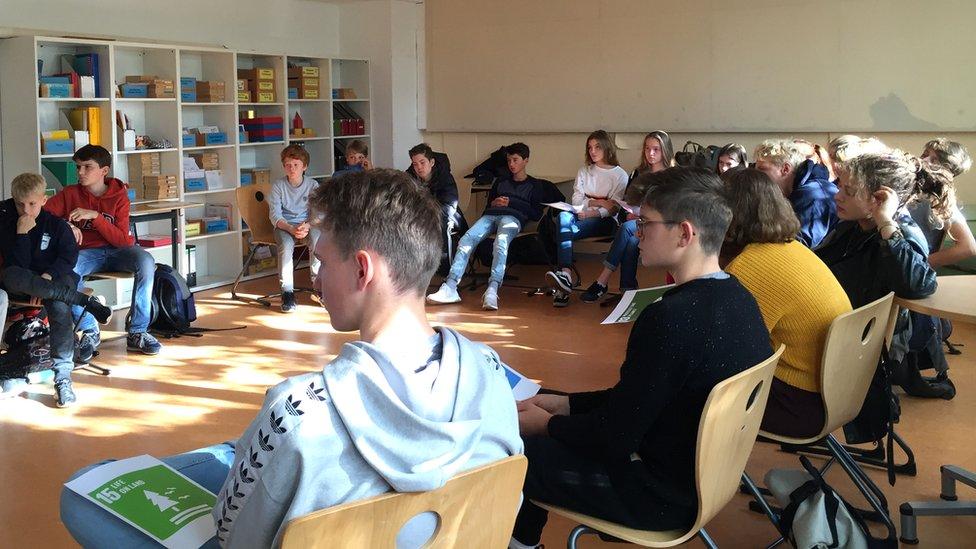 La mayoría de las veces los alumnos se sientan en círculo.