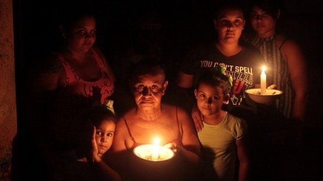 Menos de un 50% de Puerto Rico tiene electricidad.