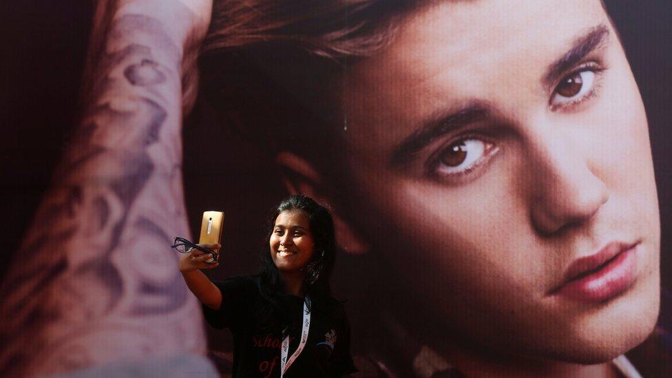 La foto de Justin Bieber en un mural