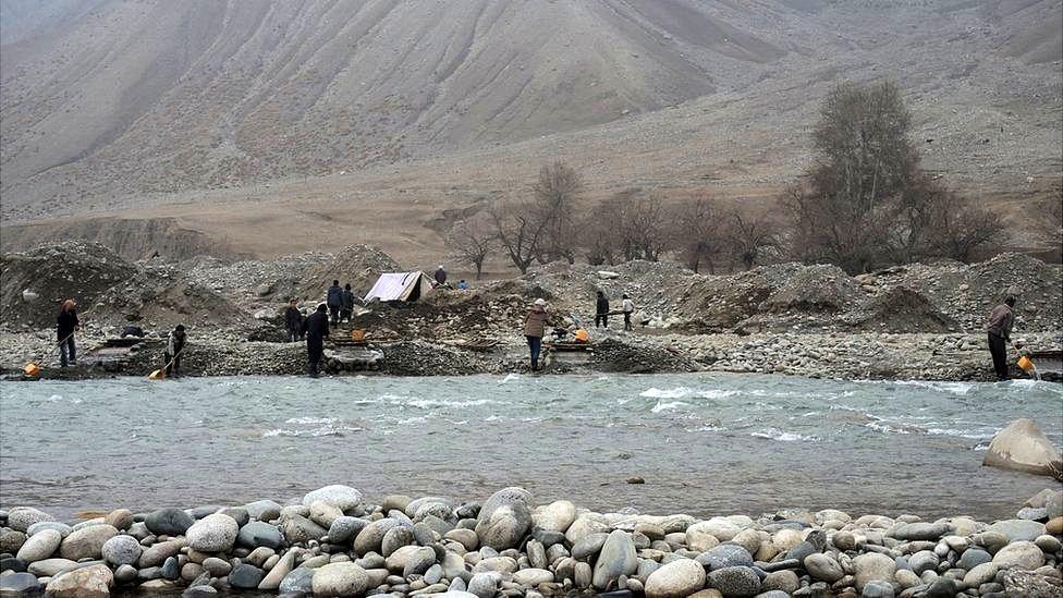 آب، ماسه و طلا؛ زرشویی در رودخانه تالقان