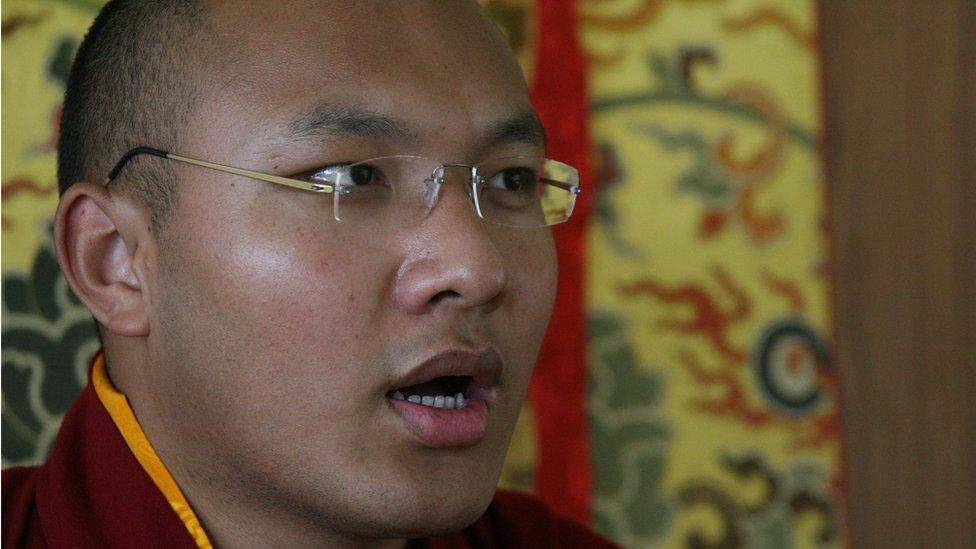 1999年12月得到中國承認為第17世噶瑪巴活佛的伍金赤列·晉美多吉逃離中國到達印度
