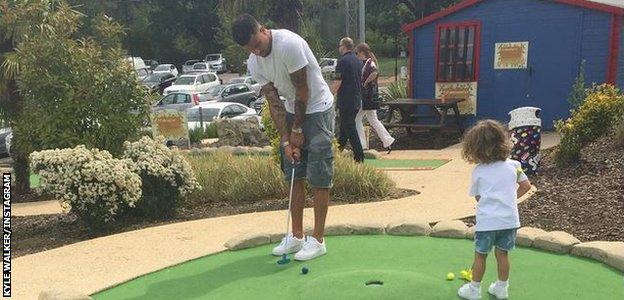 Kyle Walker plays crazy golf