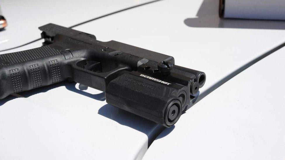 Arma que utilizó James Holmes.