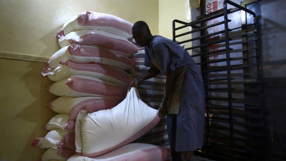 عامل سوداني في أحد المخابز