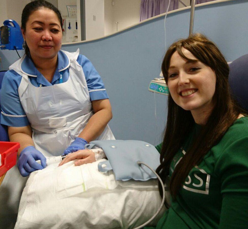 Sarah Boyle recibiendo tratamiento