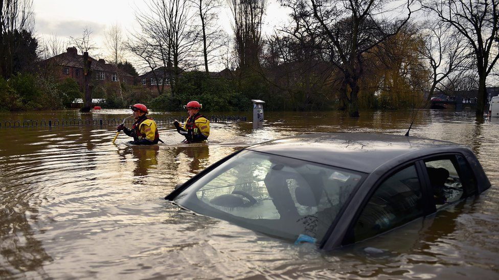 BBC News - UK floods: David Cameron defends flood investment