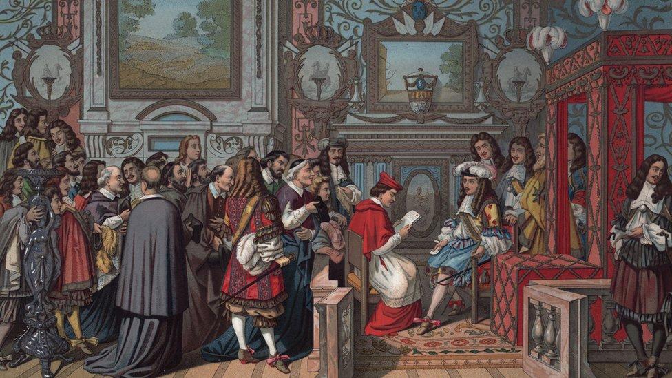 Una obra que muestra una audiencia en la corte del rey Luis XIV de Francia en el siglo XVI.