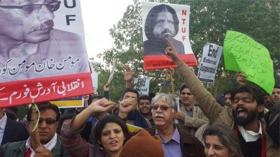 پاکستان: د مدني فعالانو او مذهبي ګوندونو اییتلاف شخړه