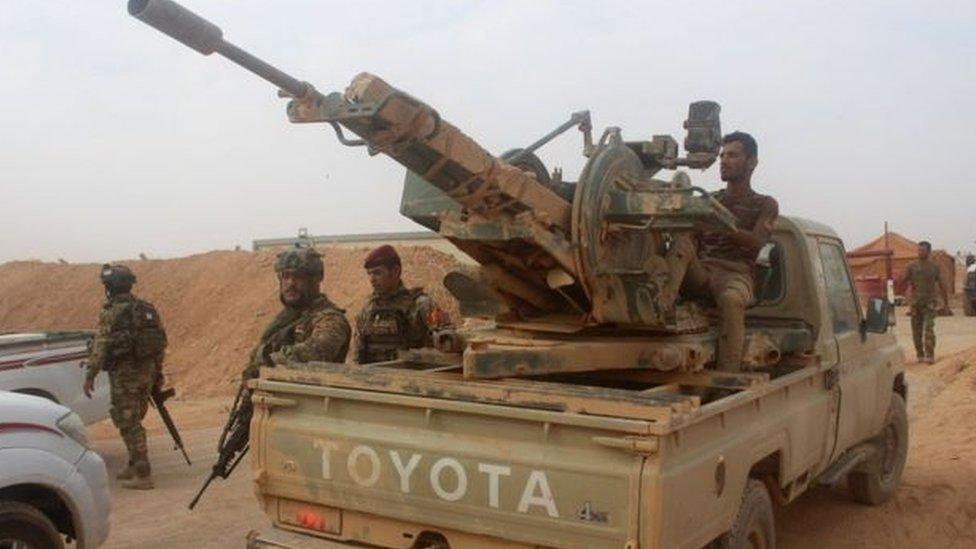 """القوات العراقية """"تهاجم معقلا لتنظيم الدولة الإسلامية"""" قرب الحدود السورية"""