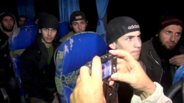 صورة من التلفزيون السوري لخروج مسلحي (النصرة) من الغوطة الشرقية