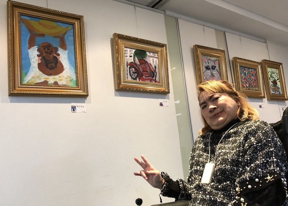 雅儀的畫展展出了百多張作品。