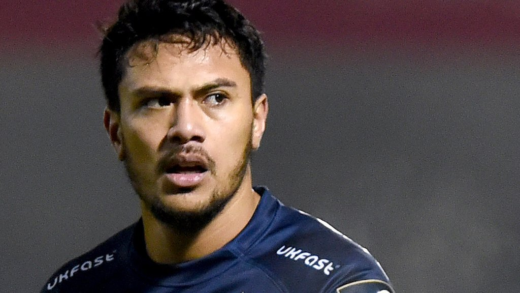 Controversial cross-code Sale wing Solomona commits to England
