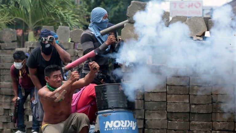 More deaths in Nicaragua violence as talks collapse | BBC