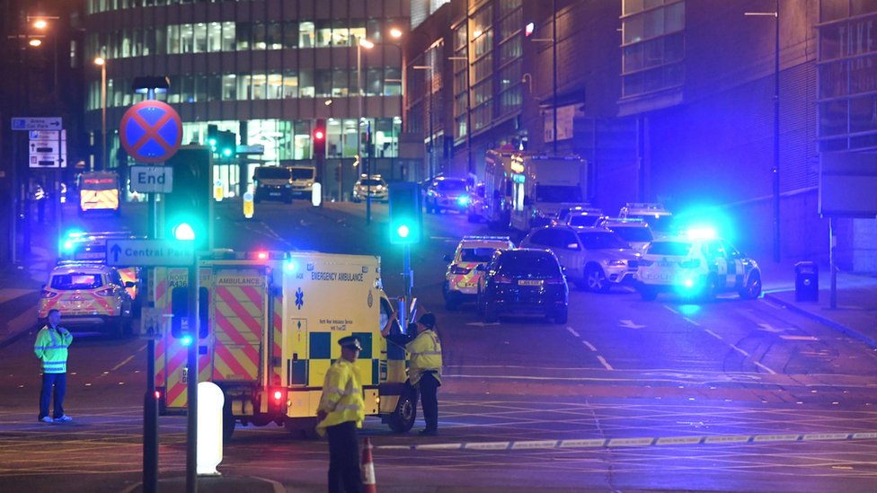 Policía en la escena del atentado de Manchester