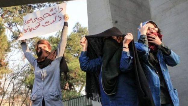 محتجات ايرانيات