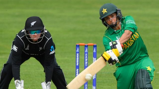 نیوزی لینڈ کی پاکستان کے خلاف آٹھ وکٹوں سے جیت، پاکستان سیمی فائنل کی دوڑ سے باہر
