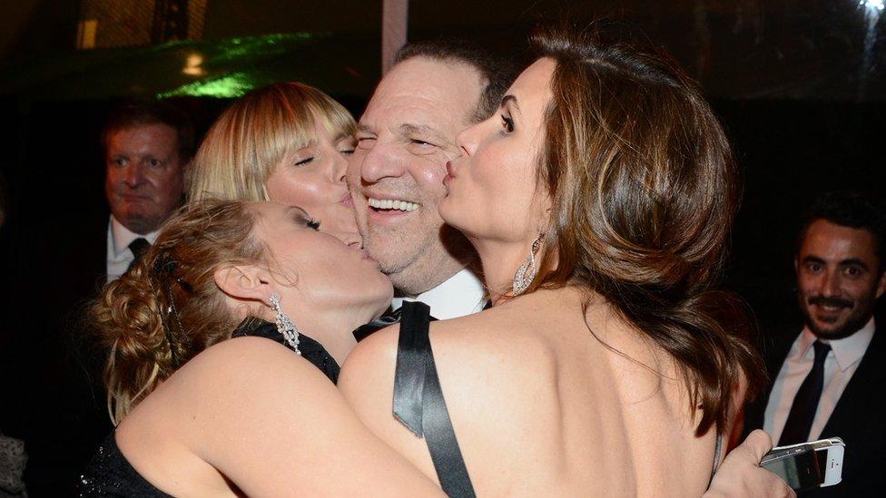 Harvey Weinstein en compañía de Uma Thurman y la presentadora Heidi Klum