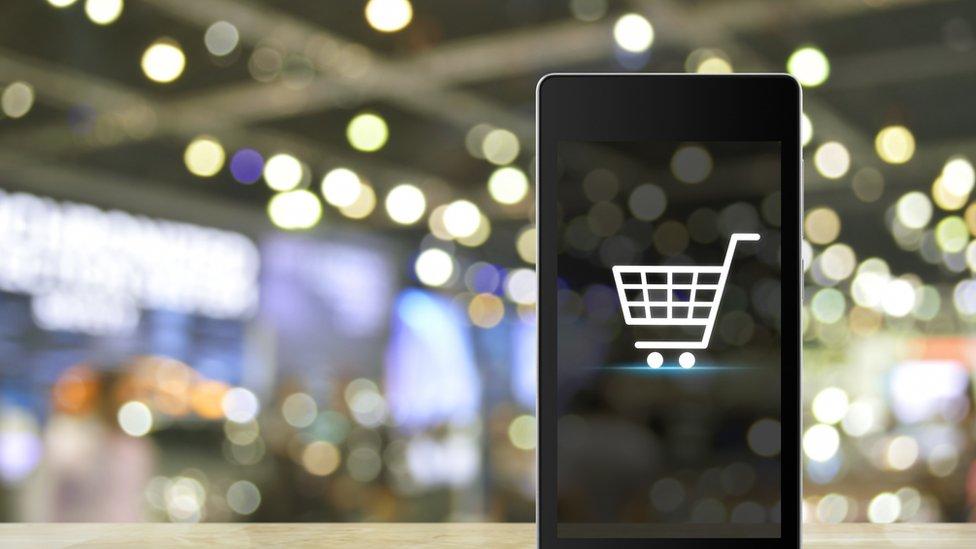 Las compras online son una amenaza para los centros comerciales.