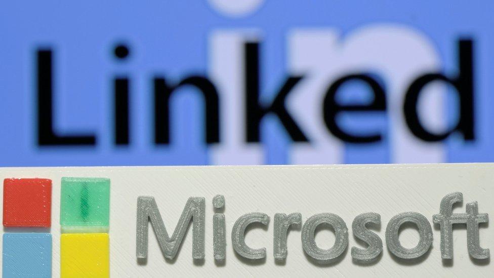 Logotipos de LinkedIn y de Microsoft