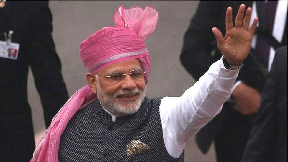 क्या वोट देने के बाद प्रधानमंत्री नरेंद्र मोदी ने तोड़ी आचार संहिता?