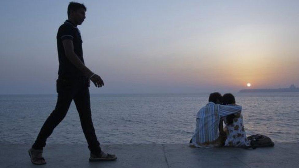 পরকীয়া বিবাহ-বিচ্ছেদের কারণ হতে পারে, কিন্তু তা কোন ফৌজদারি অপরাধ না: ভারতীয় আদালতের ঐতিহাসিক রায়