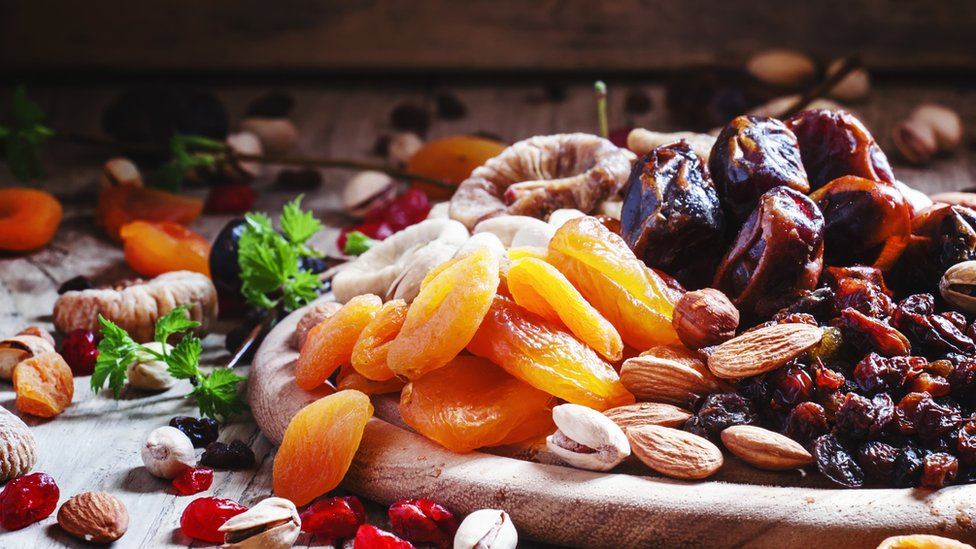 Damascos, uvas pasas, dátiles y otras frutas secas