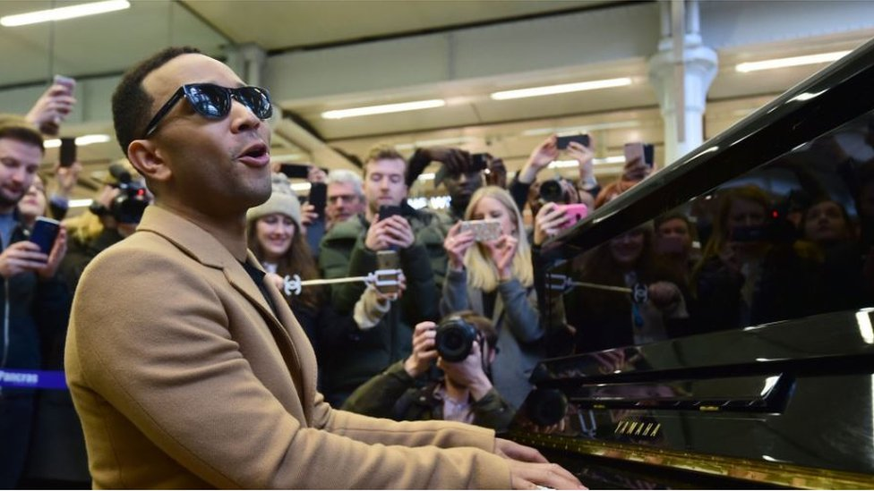 Legend plays for ordinary people at station
