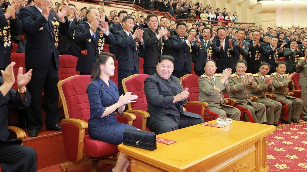 Kim Jong-un y su esposa, Ri Sol-Ju