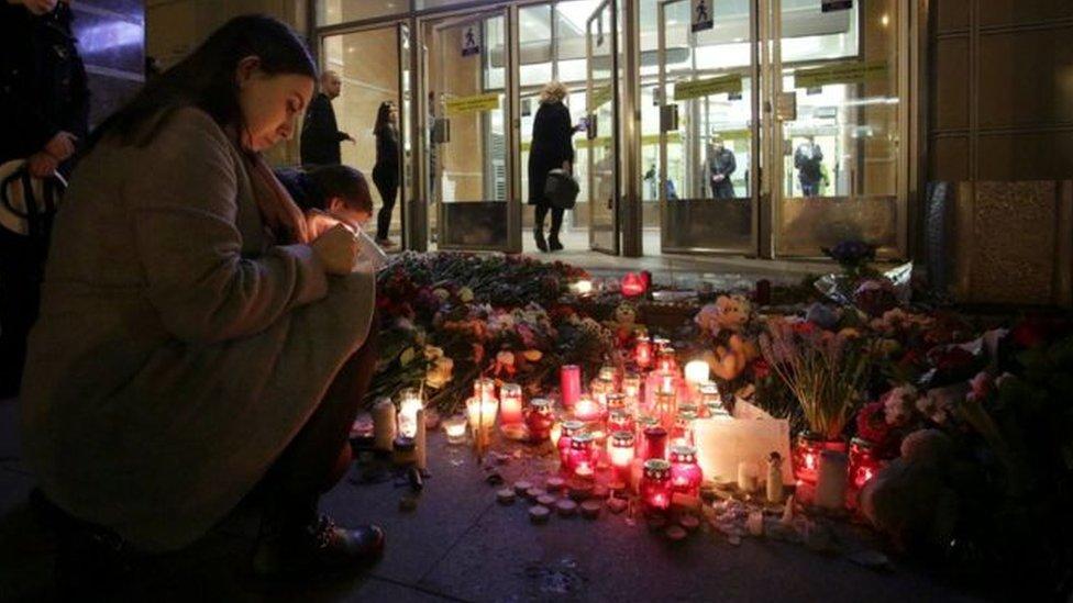 شموع على روح ضحايا تفجير سانت بطرسبرغ