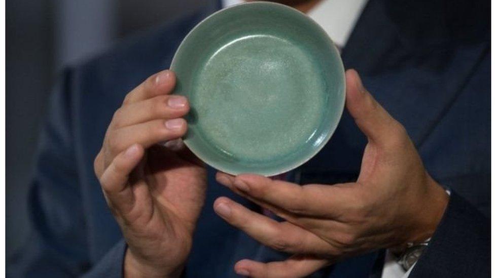 Китайскую чашу продали за 38 млн долларов