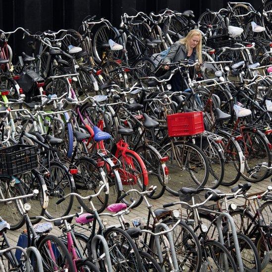 En ciudades como Holanda es popular el uso de la bicicleta como medio de transporte.