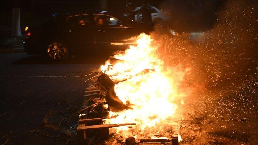 Barricada prendida en fuego