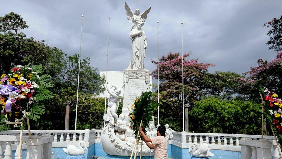 Estatua a Rubén Darío