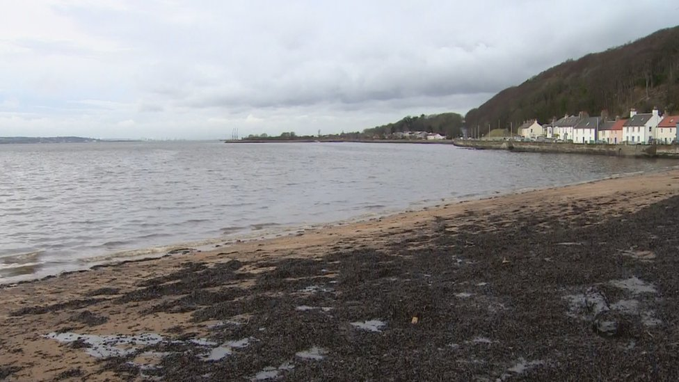 Fife beaches closed by suspected oil spill