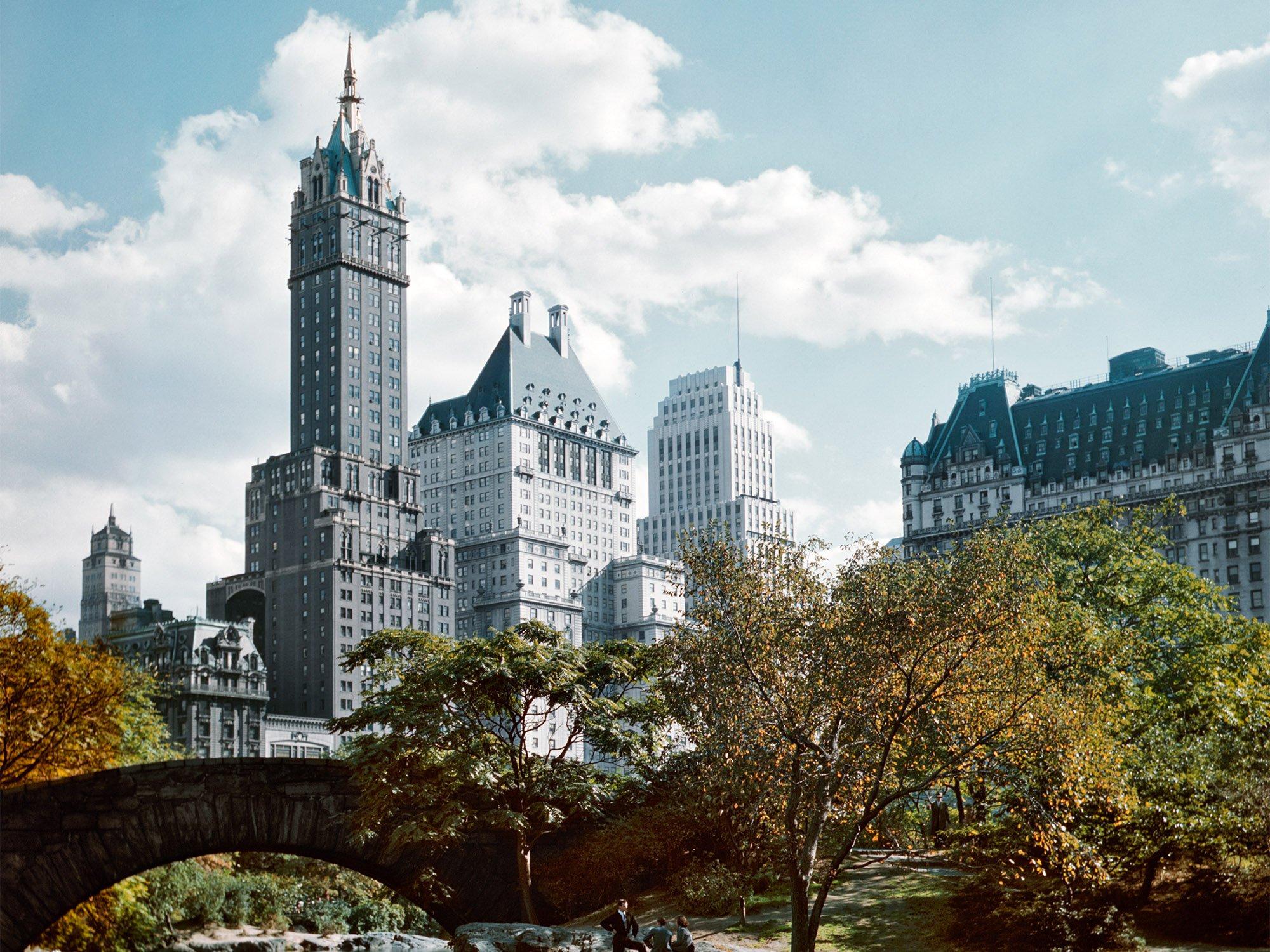 Hotel Plaza, a la derecha, desde el Parque Central de Nueva York.