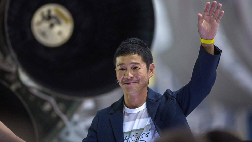 The Japanese billionaire who wants to fly to the moon | BBC