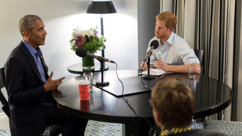 El príncipe Harry entrevistando a Barack Obama