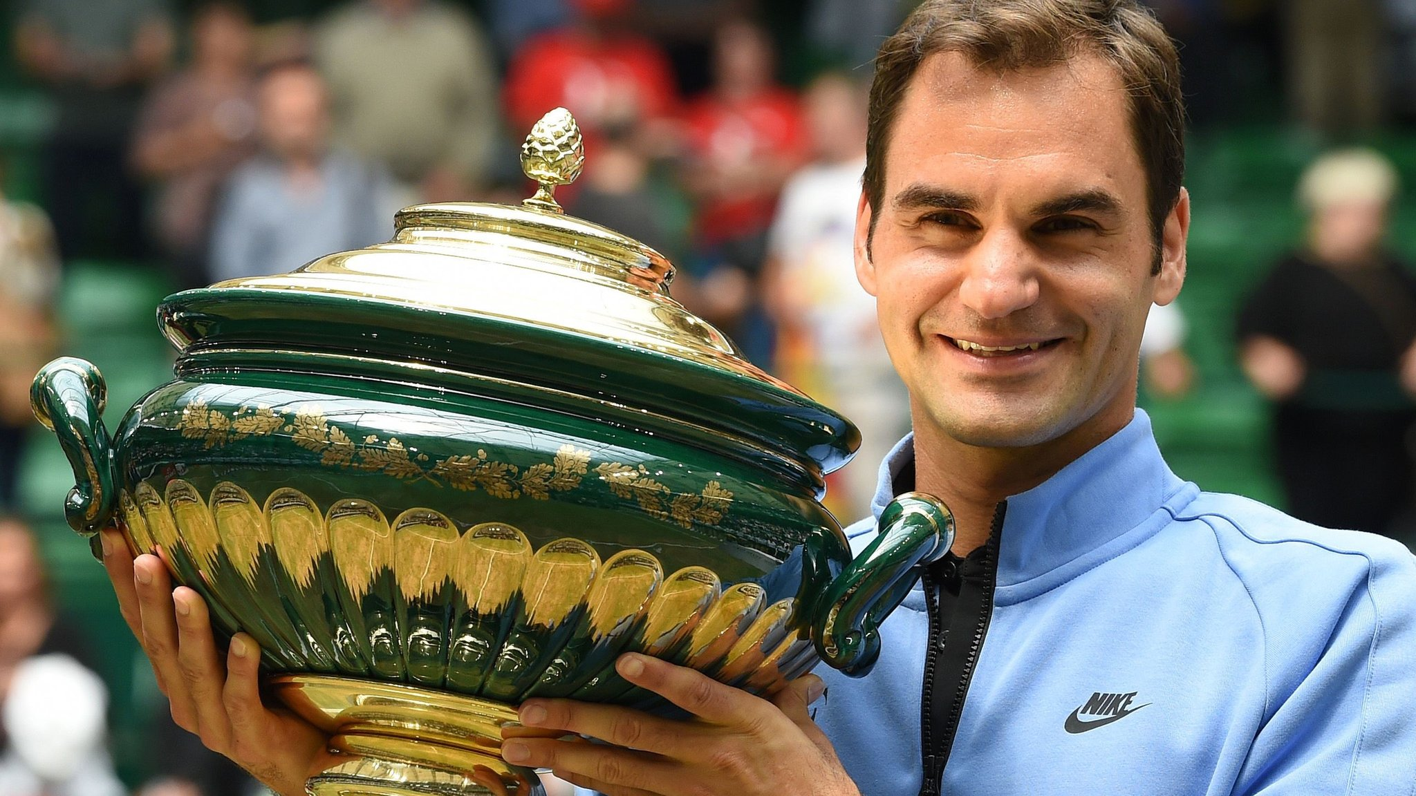 Roger Federer beats Alexander Zverev to win Gerry Weber Open in Halle