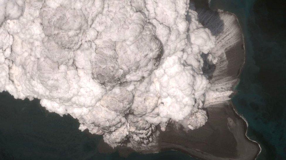 Erupción del volcán Bogoslof en mayo.