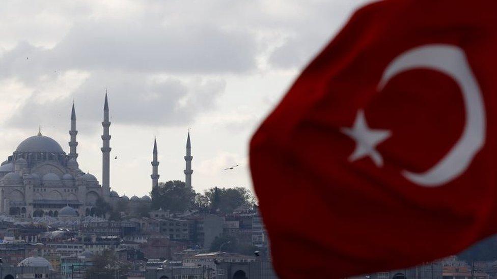 اتهمت السلطات التركية الموقوفين بالتخطيط للسفر إلى مواقع النزاعات للانضمام إلى تنظيم الدولة