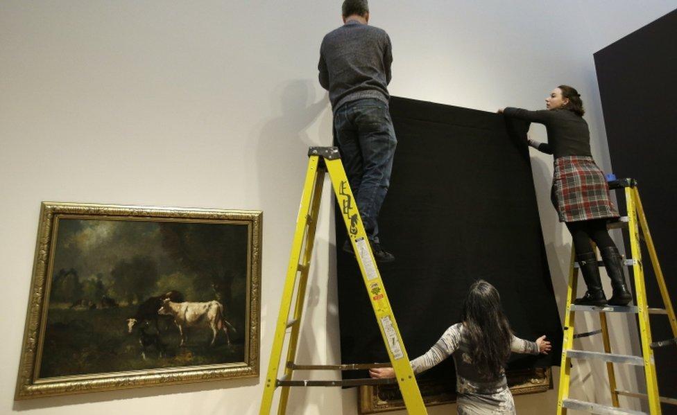 En Massachusetts, el museo de arte de la Universidad de Wellesley removió todas las obras de arte donadas o creadas por inmigrantes.