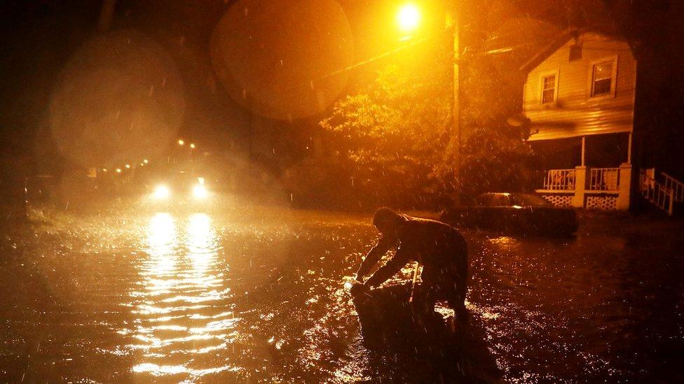 Hurricane Florence: Life-threatening storm starts to lash Carolinas