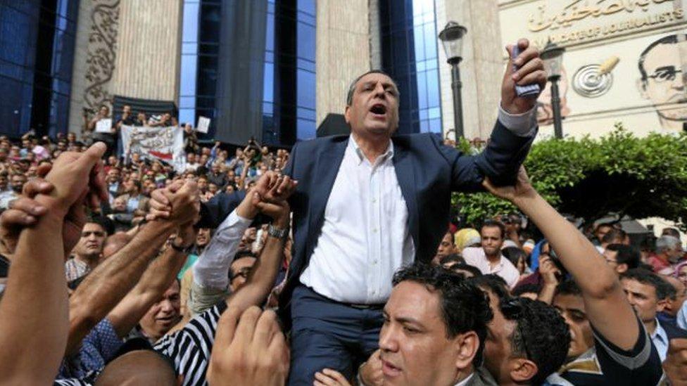 نقيب الصحفيين المصريين يحيى قلاش في مظاهرة