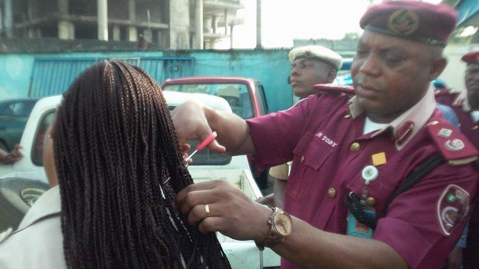 奈及利亞交警剪女下屬長髮 總統助理痛批:羞辱女性