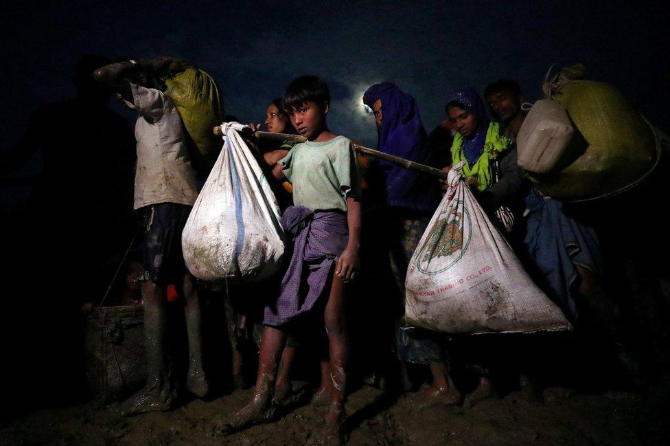 Musulmanes rohingya después de cruzar la frontera de Myanmar, en Palong Khali, Bangladesh, el 1 de noviembre de 2017.